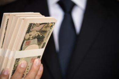 給料を支払う写真