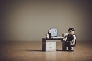 問題を抱える経営者の写真
