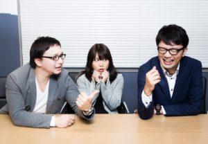 コミュニケーションを取る社員の写真