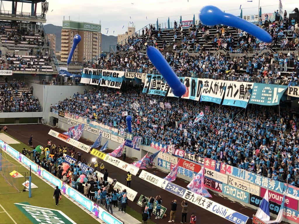 試合後の挨拶と風船の写真2