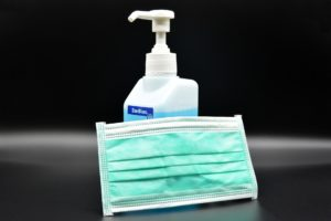コロナ感染予防対策の写真(マスクと消毒液)