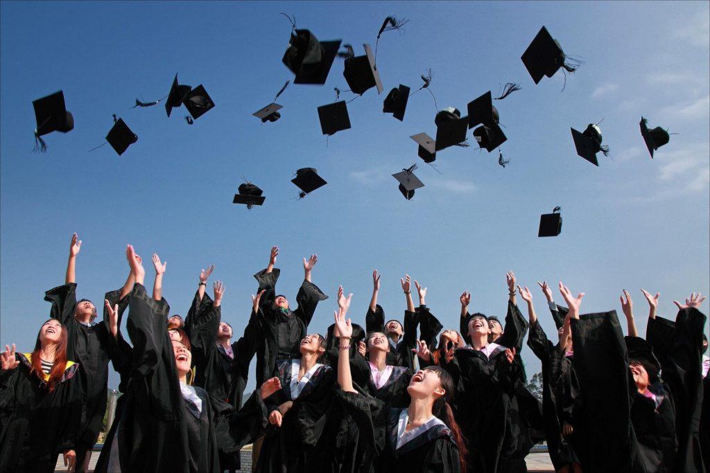 大学生の卒業椎の写真