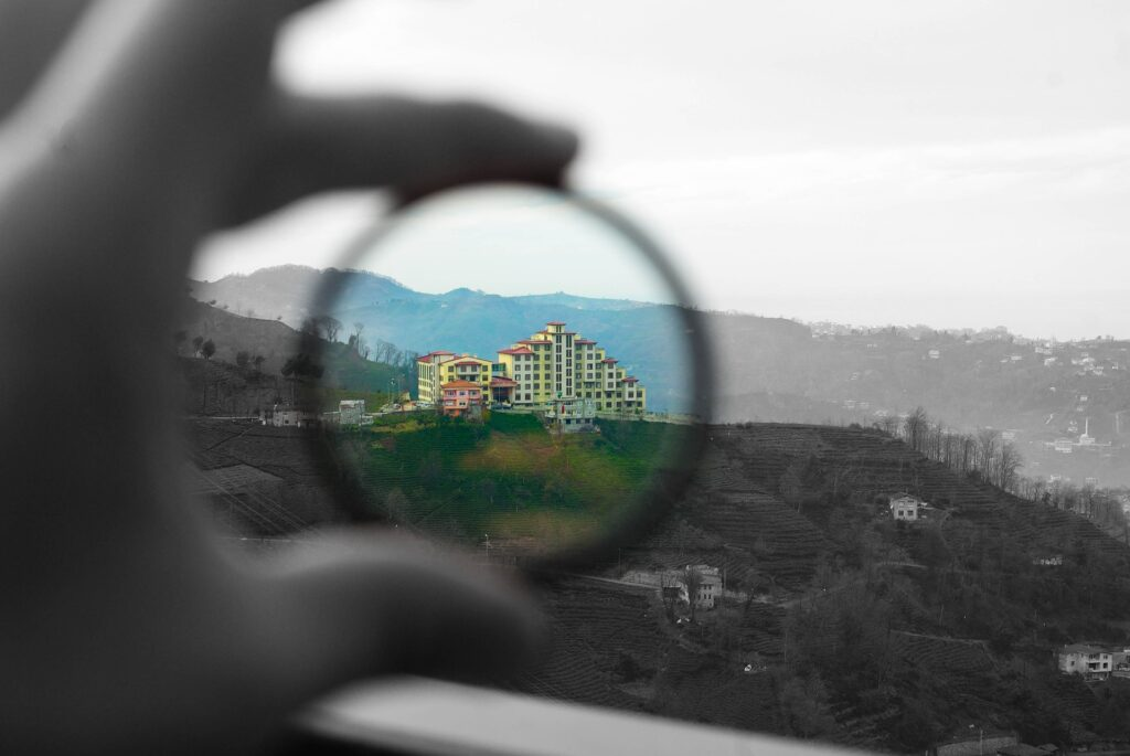 フィルターを通して見た風景の写真